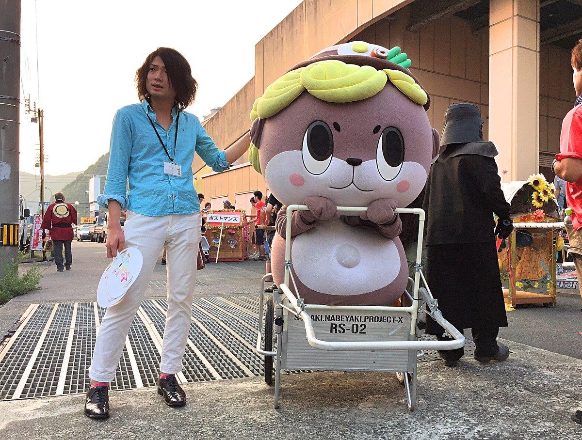 写真左:守時 健 氏、右:高知県須崎市公式マスコットキャラクター「しんじょう君」