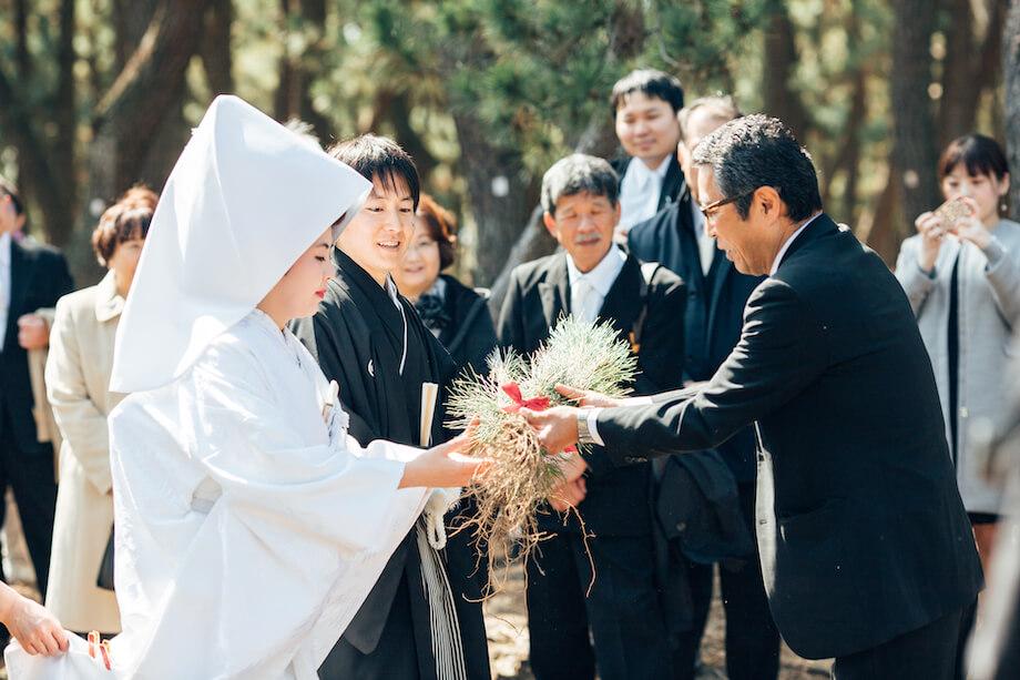 「地域活性化プランコンテスト」をきっかけに結婚したご夫婦。結婚式は「三保松原」で行われた。