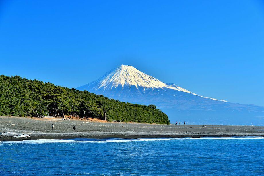 2013年に世界遺産へ登録された「三保松原」