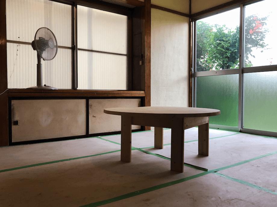 空き家を購入した際に、「どれくらい修繕が必要なのか」を体感してもらうモデルハウスのような役割も担っている。(オープン前の取材だったため、養生等が貼られているお写真になります。実際にお泊まりいただく際のENGAWAとは一部異なります)