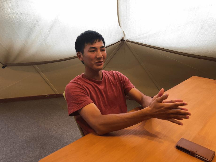 朏昌汰(Mikazuki Shota)氏 川崎町地域おこし協力隊 / 京都府京都市出身。5年間公務員として働いたのち、ニュージーランドに留学。その後、留学先で出会った友人と共に川崎町に移住。現在は協力隊として移住定住サポートを主な業務として行い、空き家バンクのサポート、イベントの企画運営等を行う傍、食料とエネルギー自給率100%の持続可能なライフスタイルの実現を目指した活動団体「百(MoMo)」のメンバーとしても活動中。