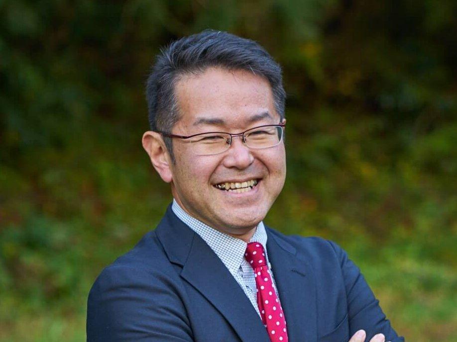 木村 一也 (Kazuya Kimura)氏 TOMI+ コミュニティコンシェルジュ / 宮城県出身。大学卒業後、医療機器メーカーで製品開発を担当した後、製造責任者として製造工場を管理。その後、印刷会社で、新規事業立ち上げ、イベント企画・運営、教育支援事業を実施。現在は、起業し小学生向けプログラミング教室を運営しつつ、地域課題の解決に取り組む企業株式会社あわえ(徳島県)の職員として、TOMI+ の起業・創業支援事業「富谷塾」で企画運営と起業相談を担当している。