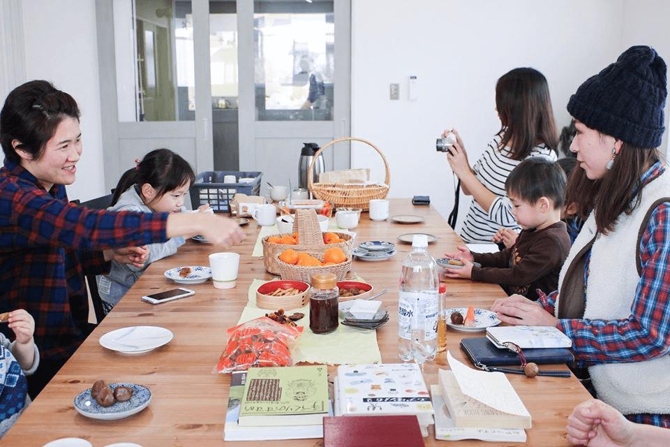 富谷塾生が立ち上げている部活動「自然育児部」の活動風景。そのほかにも「妄想部」「宇宙部」「商品開発部」「マーケティング部」「人見知り部」「観光部」など、10以上の部活動が立ち上がり、活発に活動している。