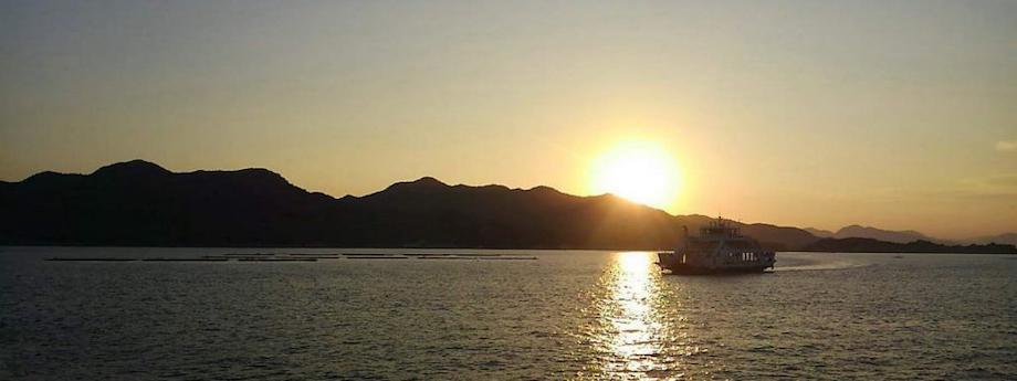江田島市は、広島市からフェリーで30分ほど。江田島市内には7つの港があり、1日約20便ほどが運行しているため、通勤・通学で利用する方も多いそう。