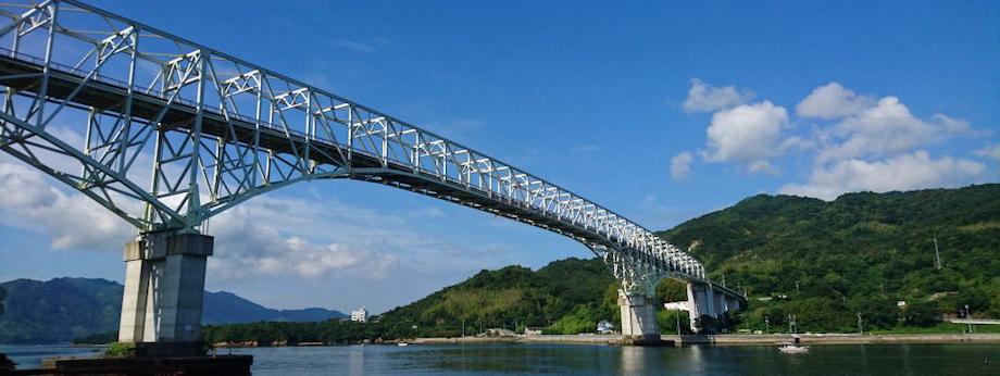 江田島市と呉市には早瀬大橋がかかっており、陸路でアクセスすることもできます。