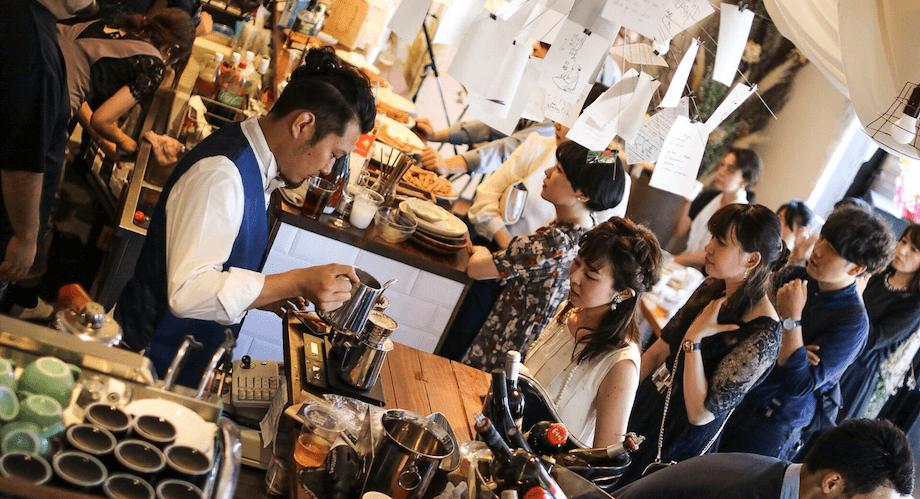 市内にあるカフェ「WTNB coffee」。提供されるドリンク・フードはもちろん、フォトジェニックなウォールアート、周桑手すき和紙を使ったランプシェードなど、内装にも拘りの空間を演出し、人気を集めている。(詳細はこちら)