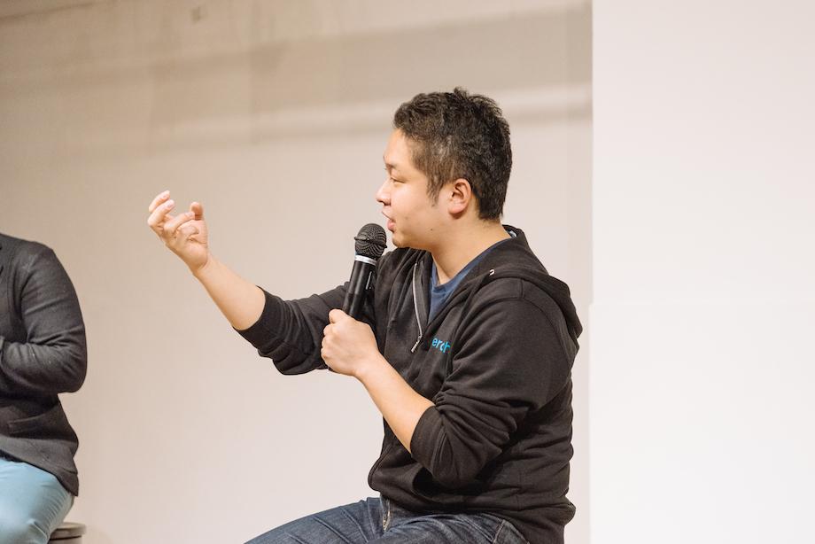 山下 翔一(Shoichi Yamashita)氏 株式会社ペライチ創業者 取締役会長 / 1億総ネット利活用時代を目指す「株式会社ペライチ」の創業をはじめ、自治体の顧問やアドバイザー、2020年東京オリンピック・パラリンピックを活用した地域活性化推進首長連合の代表サポーター(企業代表)や、全国100万ヶ所2000万人を目指す『応援村(経産省連携)』 実行委員 兼 広報部長、環境省主導の国家プロジェクト『地域循環共生圏プロジェクト』メンバーなど、合計で100以上の企業・団体・プロジェクトの代表・役員・社外取締役・顧問を務めている。