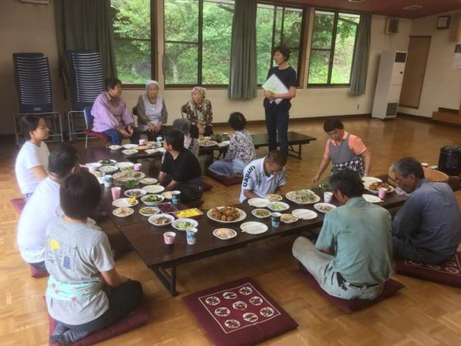昨年の草刈りの際に地元のおばあちゃん達によるお昼ご飯