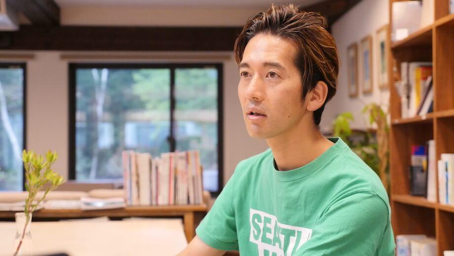 津田 賀央(Yoshio Tsuda)さん Route Design合同会社 代表 /神奈川県出身。2001年より東急エージェンシーにて、デジタル領域のコミュニケーション戦略に携わる。約10年の勤務の末、大手家電メーカーへ。クラウドを用いたサービスやプロトタイプの開発、サービスのUX開発などを手がける。もともと「都心と地方を行き来しながら生活すること」に興味があり、2015年に家族とともに長野県諏訪郡富士見町へ。Route Design合同会社を立ち上げ、『富士見 森のオフィス』を運営しながら、移住相談や地域の仕事づくりといったコミュニティーデザインから、地域の商品やサービスの企画などのサービスデザインまで手がける。