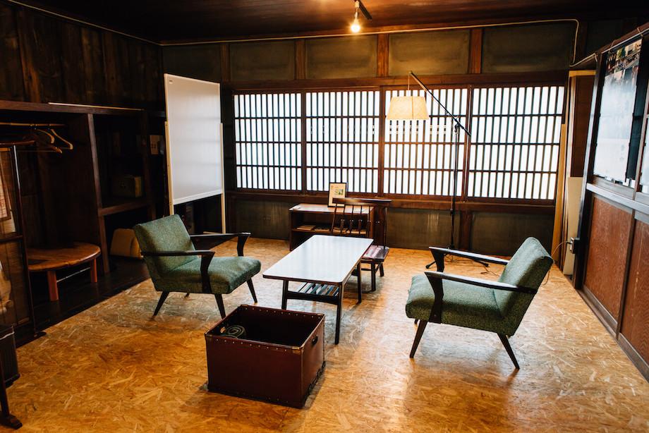 築87年の旧呉服店をリノベーションして誕生したシェアスペース『Coworking & Café yuinowa』。